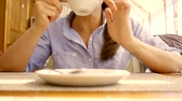 чайная ложка : girl is drinking coffee from white ceramic cup in daytime after lunch, close-up of her hands, tilt up