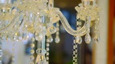 louça de barro : expensive crystal candlestick in a restaurant, close-up, camera moves around