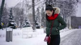 expressando positividade : Charming brunette woman looking stylish in winter, bright red scarf. Stock Footage