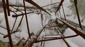travaux routiers : old rusty metal constructions are lying outdoors in snowy winter day, camera is moving Vidéos Libres De Droits