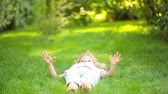 фут : Happy child lying on green grass in spring park. Healthy lifestyle concept