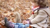 noz : Happy child feeds a little squirrel in autumn park