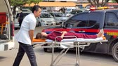 kurtarmak : SINGBURI - MARCH 13 : Volunteers are moving victims in during Practicing fire protection plan prepare for the officer about the Disaster Management on March 13, 2018 in Singburi, Thailand. Stok Video