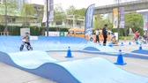 espíritos : BANGKOK - MARCH 3: Little racers (2 years) with bike balance at The 1th Turnpro Cup Balance bike racing 2019 on March 3, 2019 in Bangkok, Thailand. Stock Footage