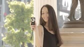 sedutor : Beautiful woman with camera taking picture. Stock Footage