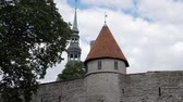 campanário : Medieval wall, tower and church of St. Nicholas in Tallinn, Estonia