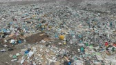 disposição : A large landfill of polluting the environment. Aerial surveys of polluted territory. Stock Footage