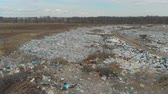 hurda : A large landfill of polluting the environment. Aerial surveys of polluted territory. Stok Video
