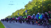 марафон : Unfocused blurred cyclist group in bicycle competition. endurance challenge and heslthy lifestyle