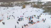 lyže : aerial of snowboarders, skiers and mountain bikers having rest on top of the slope. winter sports, leisure activities, healthy lifestyle