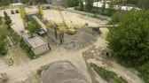 betoniarka : arc shot of old concrete factory conveyor and nearby facilities Wideo