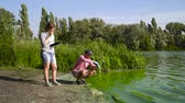 szennyeződés : ecologists researchers take samples of green algae and enter data on tablet