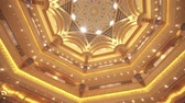 postavený : Abu Dhabi, UAE - April 04, 2018: Interior of Presidential Hotel Emirates Palace in Abu Dhabi stock footage video Dostupné videozáznamy