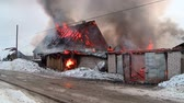 bombeiro : rescuers extinguish a fire in the village Stock Footage