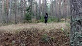 questão : Following the lost woman walking in forest during autumn