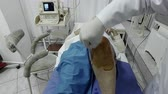 klíčová dírka : Decontamination and disinfection of knee at Anaesthetist anaestthetic injection for surgical operation knee arthroscopy micro surgery Dostupné videozáznamy