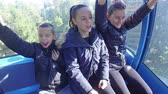 harikalar diyarı : Three children shout excited on ride with gondola cable car