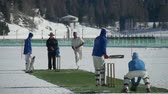 batedor : A cricket bowler delivers a fast bowl in a cricket match during Cricket on Ice in St. Moritz (Switzerland) on 18th February 2016 - slow motion