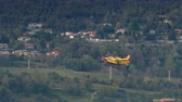 itfaiyeci : Pusiano, Italy - October 2017: Firefighting aircraft Canadair refilling from the lake during the fire emergency in the mountains near Como