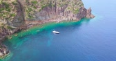 Aerial view of a yachts in the blue sea of the Capraia Island in the Mediterranean Sea Wideo
