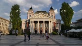 болгарский : SOFIA, BULGARIA - APRIL 27, 2018: Ivan Vazov National Theatre in the city center of Sofia, Bulgaria. Sofia is the capital and largest city of Bulgaria. Time lapse. Стоковые видеозаписи