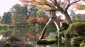 県 : Kenrokuen garden with one of the symbols a two-legged stone lantern Kotoji Toro during momiji season, Kanazawa city, Ishikawa prefecture, Japan, UHD 4K
