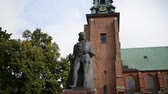 başpiskopos : Monument of Boleslaw I the Brave, less often known as Boleslaw I the Great, was Duke of Poland from 992 to 1025, and the first King of Poland in 1025. Gniezno, Poland. Stok Video