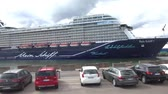 havens : Mein Schiff 1 schip in West Harbour van Helsinki