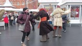 festividades : MOSCOW, RUSSIA- FEBRUARY 2017: Shrovetide festivities in Moscow. People are having fun on the Shrove Tuesday in Russia. Passersby dancing and amuse passers-by with festive songs. Maslenitsa Fest