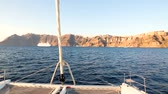 Yacht sailing at sunset near Santorini, Greece Wideo