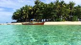 Tropical Guyam Island mit traditionellen Fischerbooten, Siargao, Philippinen