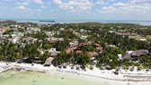 meksyk : Aerial shot of Isla Holbox beachfront resorts on a sunny day, Mexico