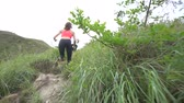 фитнес : Sporty boy and girl running on difficult high mountain track. Woman and man work out in nature