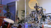 барабанная палочка : Funny vintage robot playing drums. Future and robotic concept