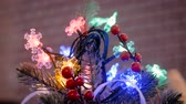 üvez ağacı : Christmas tree decorations with garland. Holiday, celebration and new year concept