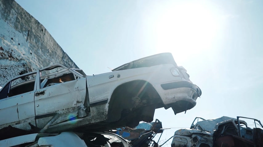 Metal scarp yard. Close-up broken and crashed car in sunny day Wideo