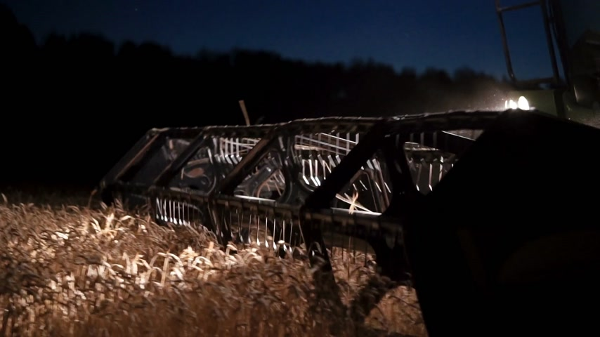 soja : close-up combine reaper at night harvesting