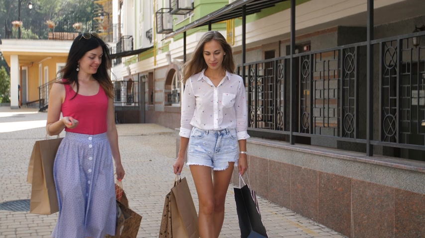 letec : Two beautiful women go on the street after a successful shopping 4k and slow motion Dostupné videozáznamy