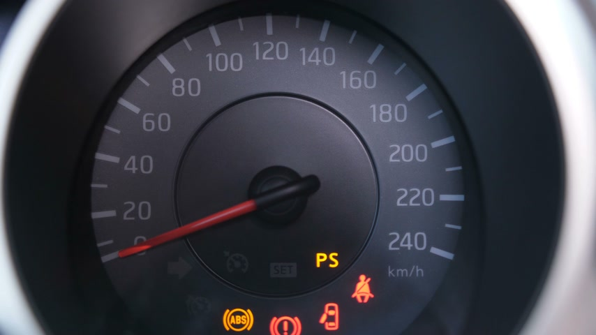 tachometer : Close-up. The speedometer panel lights up. The red arrow rises to the maximum and lowers to the starting position 4K Slow Mo