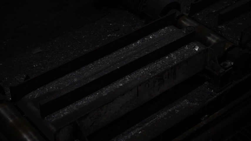 minério : Fiery steel sweeps through black machines. Plant for the production of metal. Vídeos