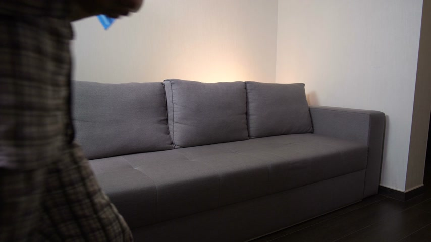 horečka : Girl with pills sits on the sofa. She feels bad. The girl has a headache. 4K Slow Mo Dostupné videozáznamy