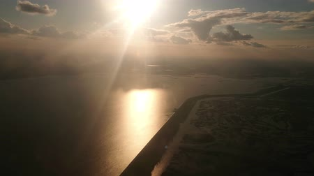 magasság : The sun shines frontally into the camera, the river sparkles, the shooting from the cabin of the aircraft. Stock mozgókép