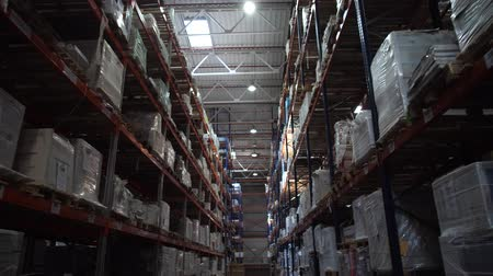 партия : Logistics warehouse. Shelving with products. A lot of boxes on the shelves. Camera in motion. 4K Slow Mo