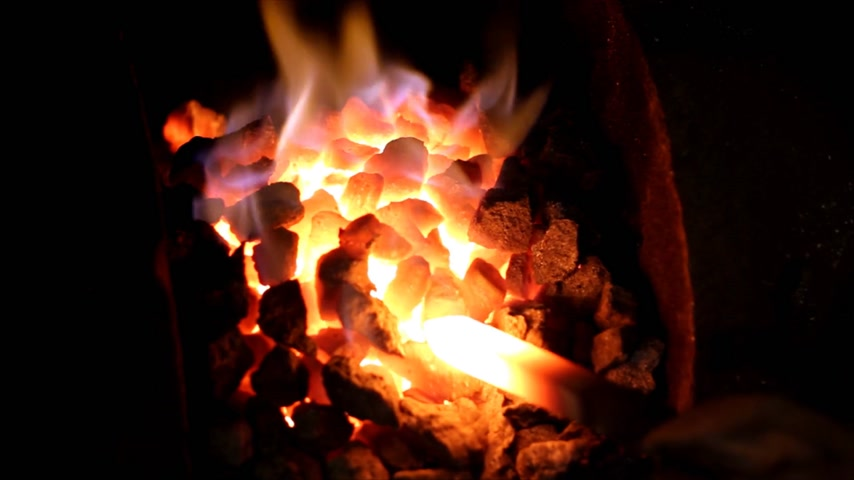 kowal : Fire of coal melting iron in the Blacksmith Shop