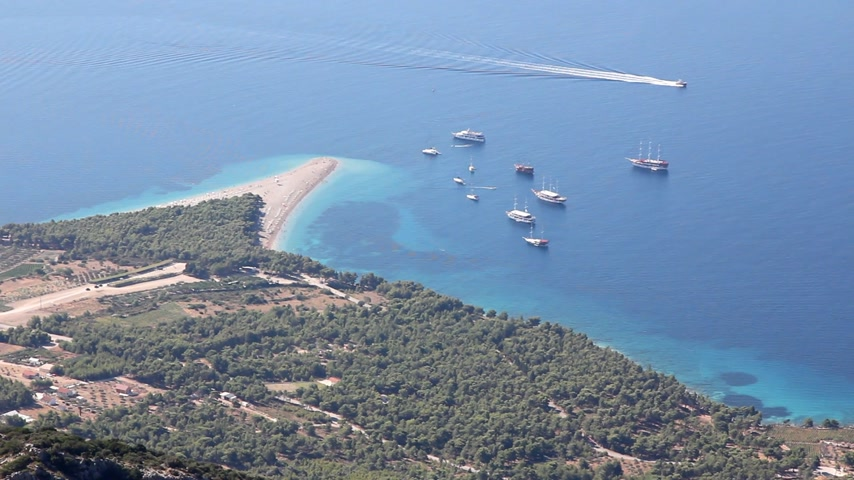 adriyatik : Summertime at Adriatic Sea. Famous beach in Bol on Island Brac in Croatia Stok Video