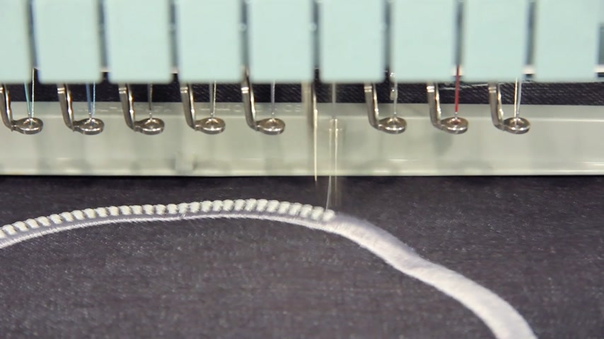 bordado : Machine embroidery working on fabric Stock Footage