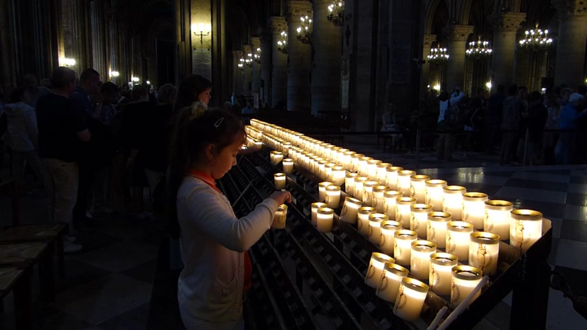 божество : Prayer Candles In Notre Dame Cathedral, Paris France