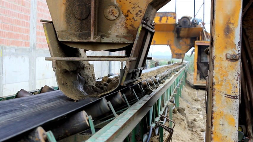 bagger : Excavators and Bagger digging clay, transport of clay to the factory in which are made bricks and building blocks Stock Footage