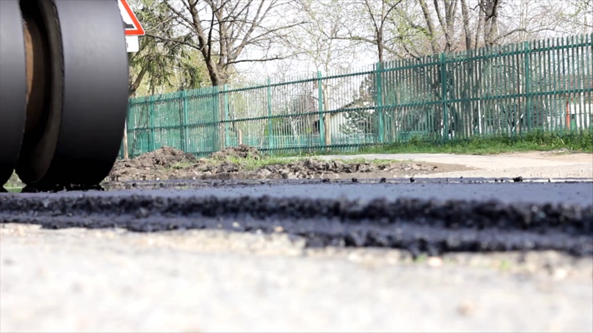 wallow : Road roller, paving of streets in the city Stock Footage