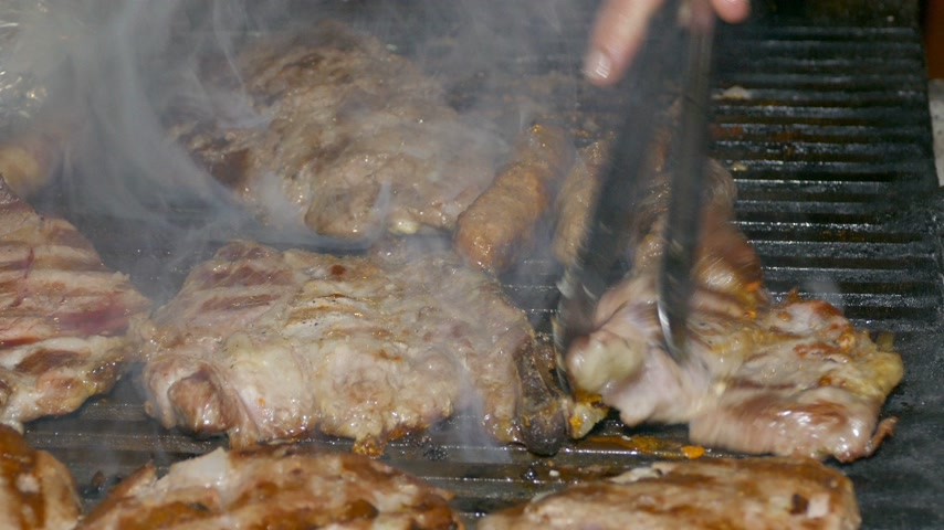 grelha : Pork steaks, burgers, kebabs and sausages on the grill